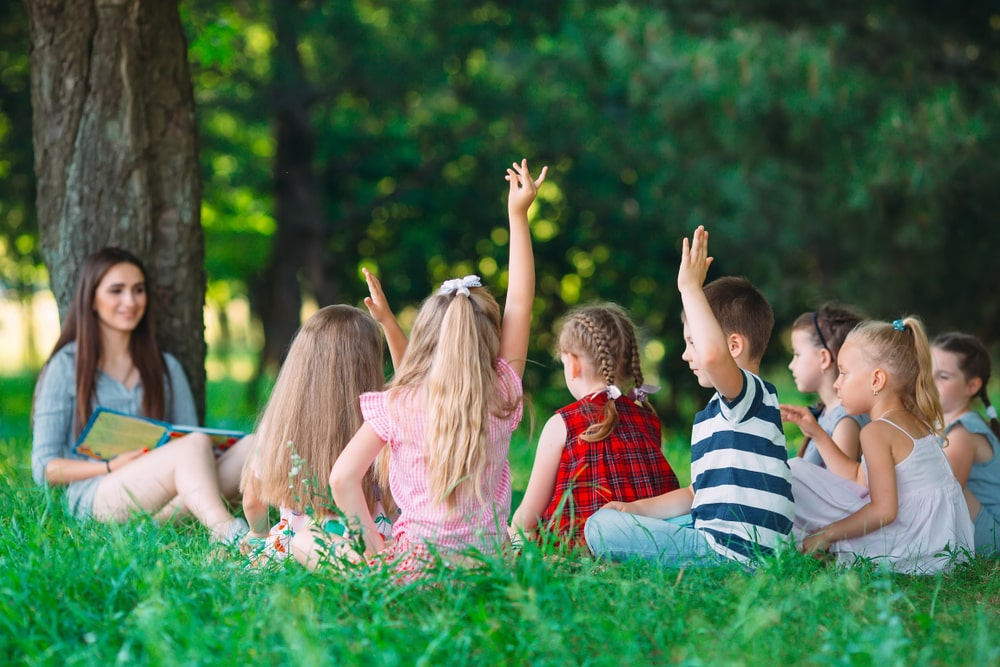 6 ways to take literacy outside