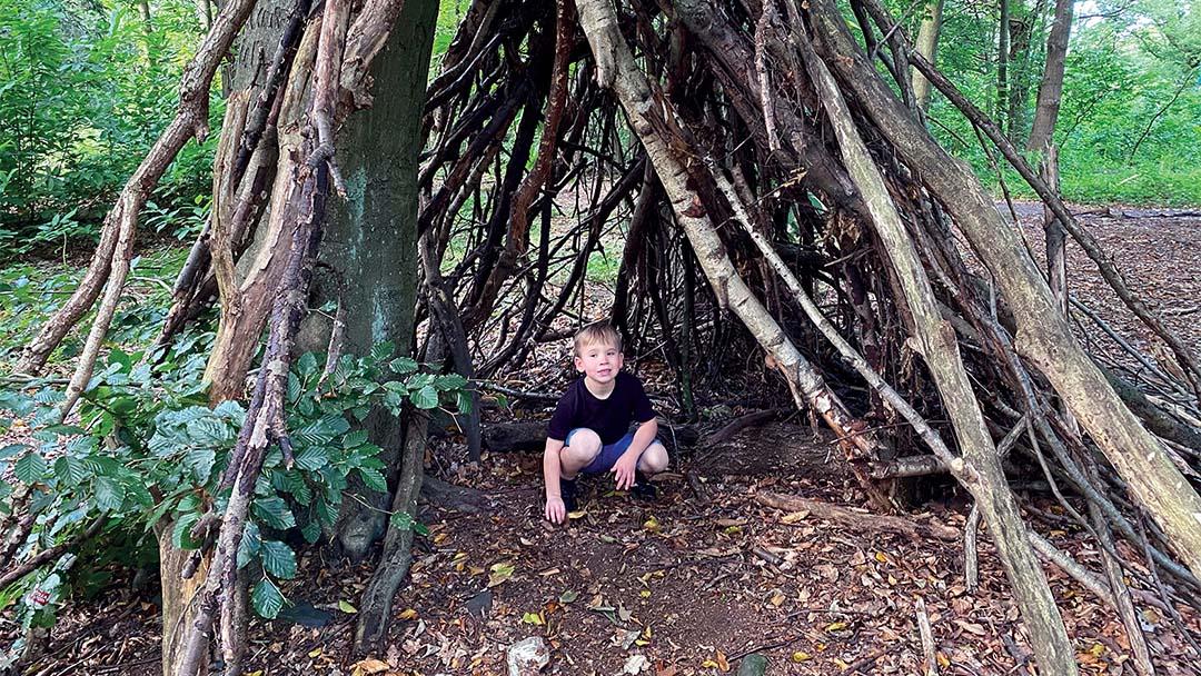 Outdoor play – Den building with @earlyyearsoutdoor